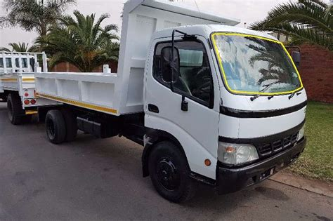 TOYOTA DYNA TRUCK 2/01 to 100/200 FRONT WINDSCREEN GLASS