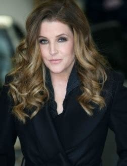 Celebrity Biography and photos: Lisa Marie Presley