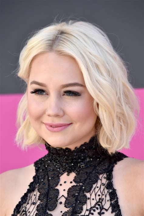 RaeLynn Short Wavy Cut - Short Hairstyles Lookbook